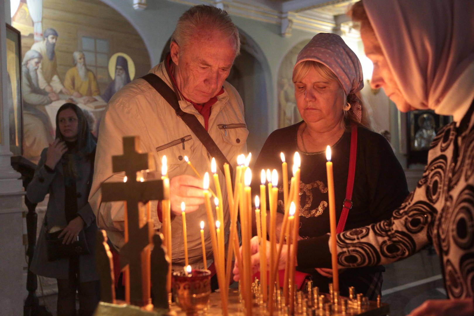 People light candles during a church service for the victims of the Kerch's college in Simferopol, Crimea, on October 18, 2018, after a teenage gunman shot dead at least 18 people and injured dozens before killing himself at a technical college where he was a student in Russian-annexed Crimea on October 17. (Photo by STR / AFP)