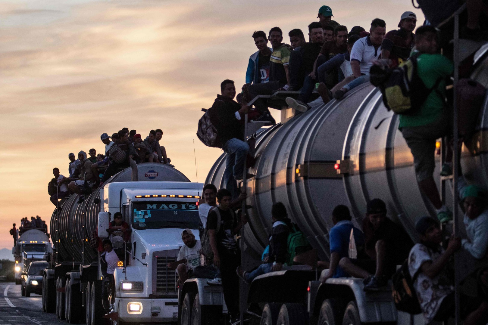 TOPSHOT - A truck carrying mostly Honduran migrants taking part in a caravan heading to the US drives from Santiago Niltepec to Juchitan, near the town of La Blanca in Oaxaca State, Mexico, on October 30, 2018. - The Pentagon is deploying 5,200 active-duty troops to beef up security along the US-Mexico border, officials announced Monday, in a bid to prevent a caravan of Central American migrants from illegally crossing the frontier. (Photo by GUILLERMO ARIAS / AFP)