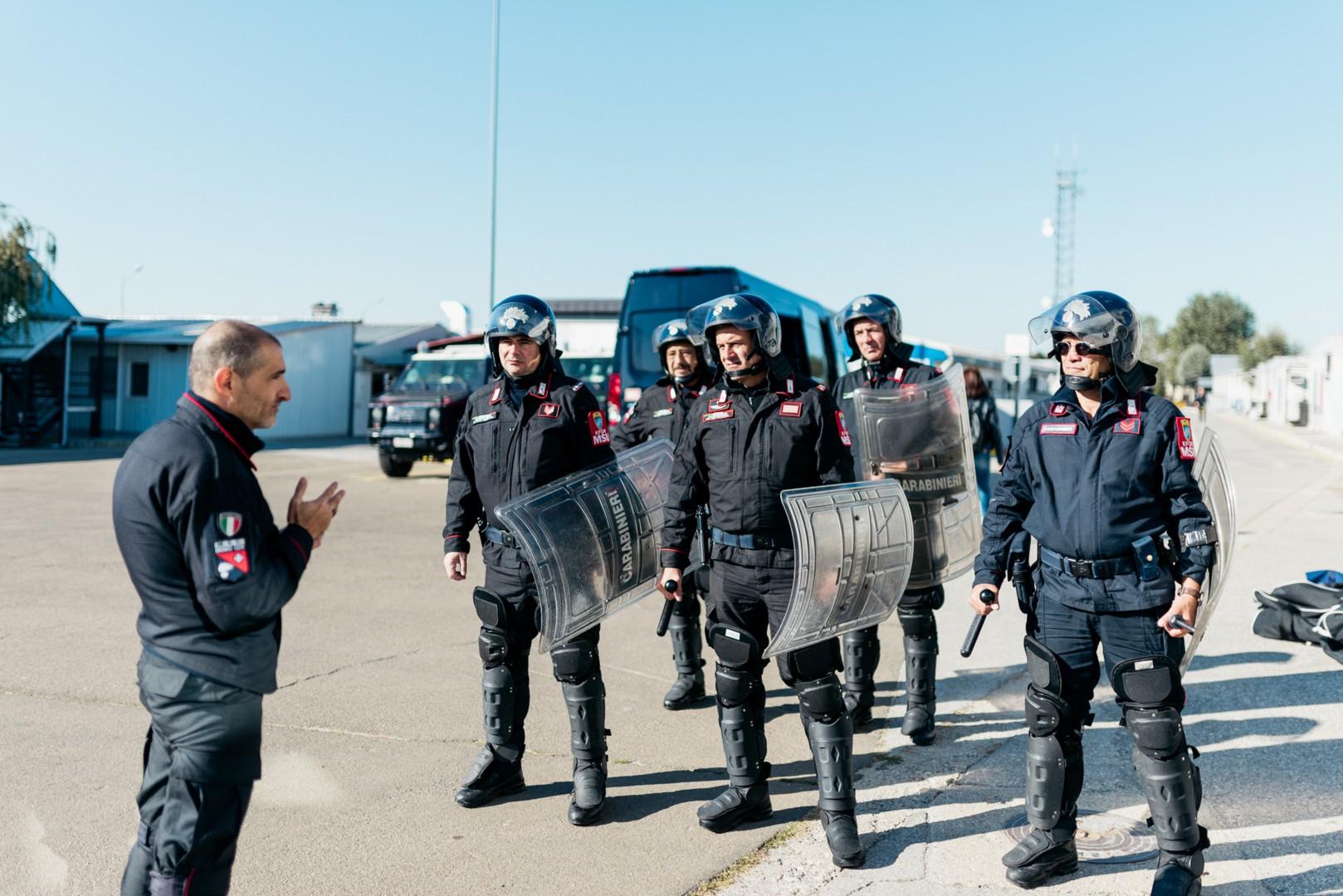 Addestramento dei carabinieri nella base