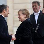 La Merkel getta la maschera:<br> si spartisce l'Europa con Macron