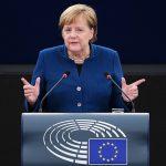 Fischi, ululati e accuse feroci <br> L'Europarlamento condanna Angela