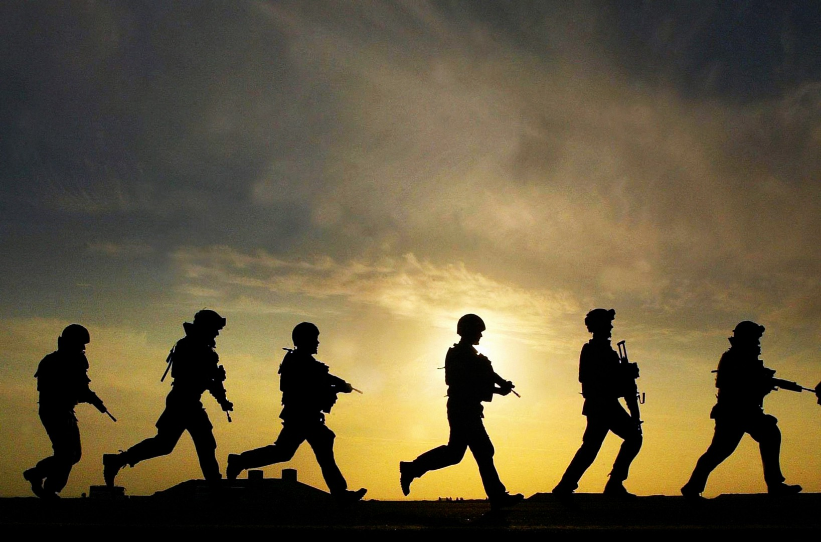 File photo dated 09/12/06 of soldiers from 40 Regiment Highland Gunners in training at Shribah base 10 miles south of Basra, Iraq, as it was reported that Britain is getting ready to send troops back to Baghdad to support an American-led mission to help Iraqi security forces tackle Islamic State (IS). PRESS ASSOCIATION Photo. Issue date: Wednesday November 5, 2014. A number of officers will join an American headquarters established to train and advise the Iraqi army and more British training teams could be sent to the semi-autonomous Kurdish north of the country, The Times said. See PA story POLITICS Iraq. Photo credit should read: David Cheskin/PA Wire