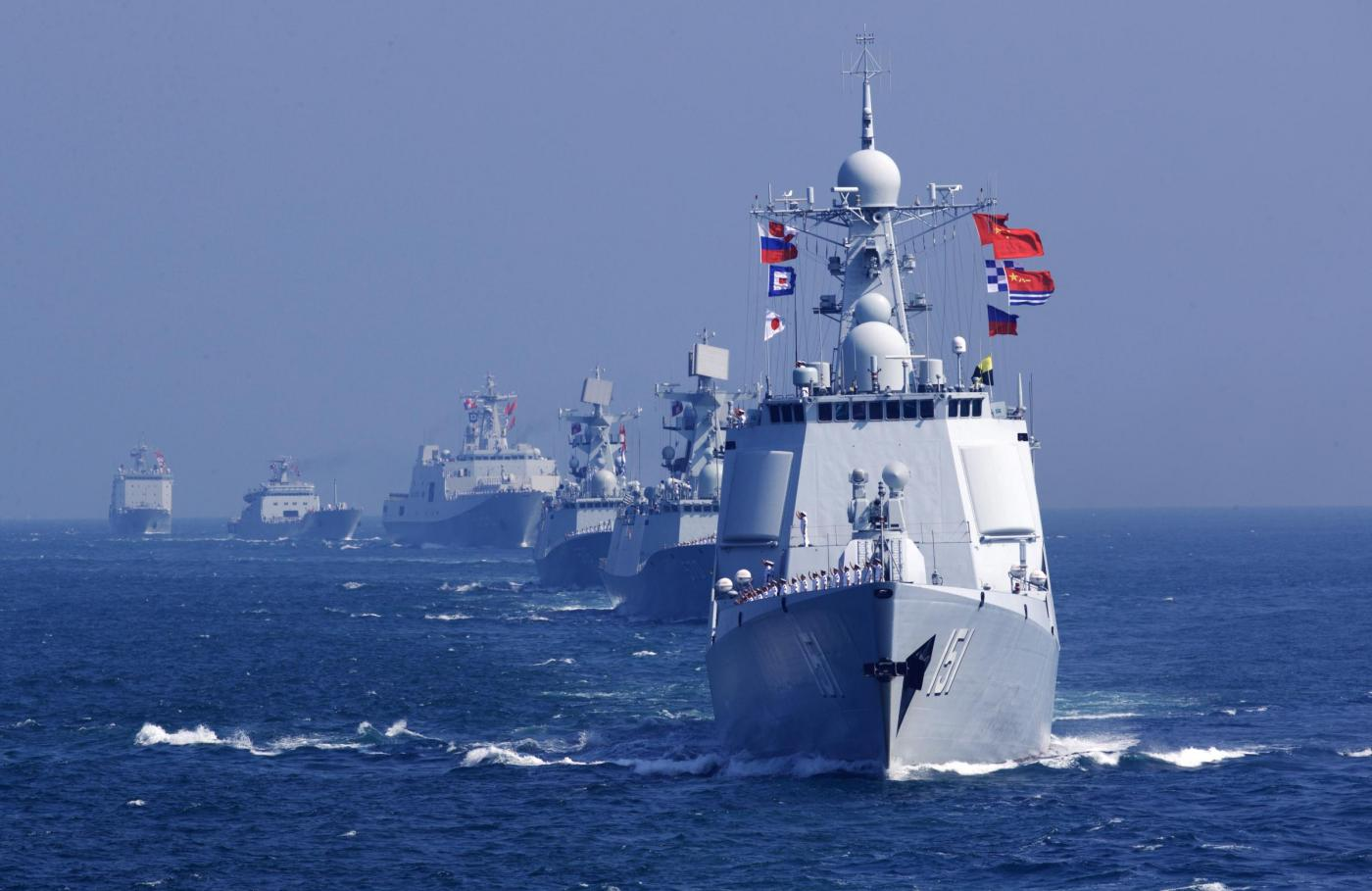 "(160919) -- ABOARD WARSHIP GUANGZHOU, Sept. 19, 2016 (Xinhua) -- Chinese officers and soldiers waves to say goodbye to Russian fleet during a China-Russia naval joint drill at sea off south China's Guangdong Province, Sept. 19, 2016. The closing ceremony of the ""Joint Sea 2016"" drill was held at the joint director department after Chinese and Russian fleets completed all scheduled subjects of the drill on a sea area east of Zhanjiang in south China's Guangdong Province on Monday.  (Xinhua/Zha Chunming) (yxb)"