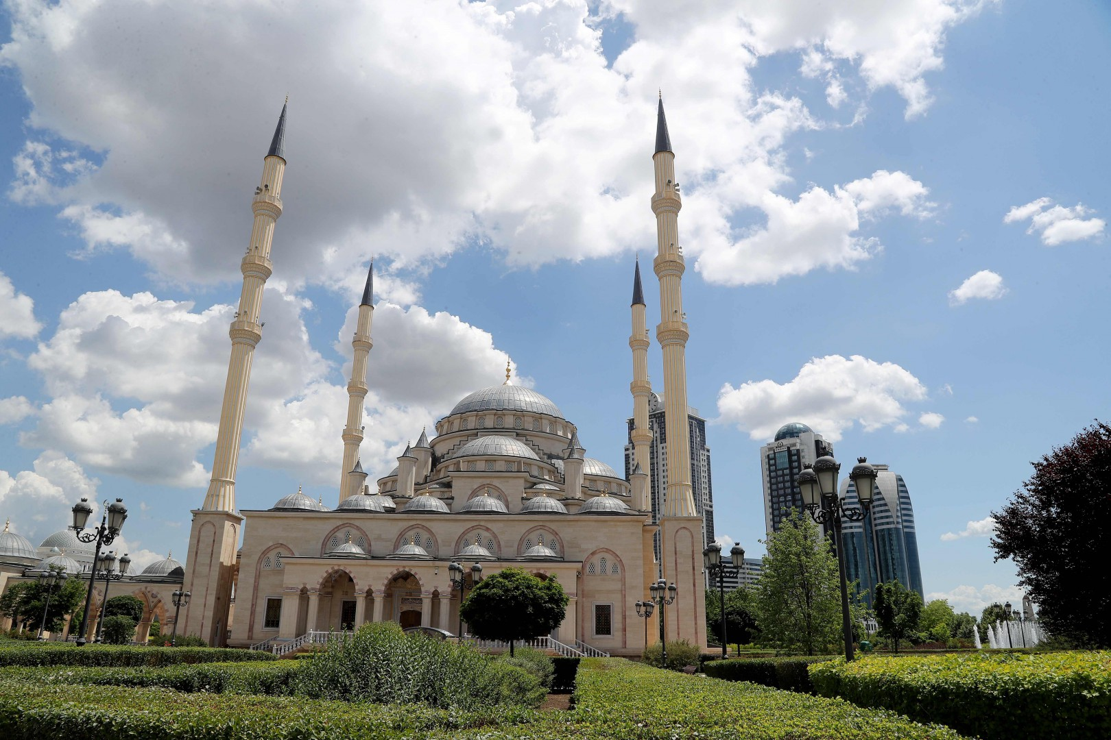 A view of the Heart of Chechnya - Akhmad Kadyrov Mosque, in Grozny on June 9, 2018, ahead of the Russia 2018 World Cup. / AFP PHOTO / KARIM JAAFAR