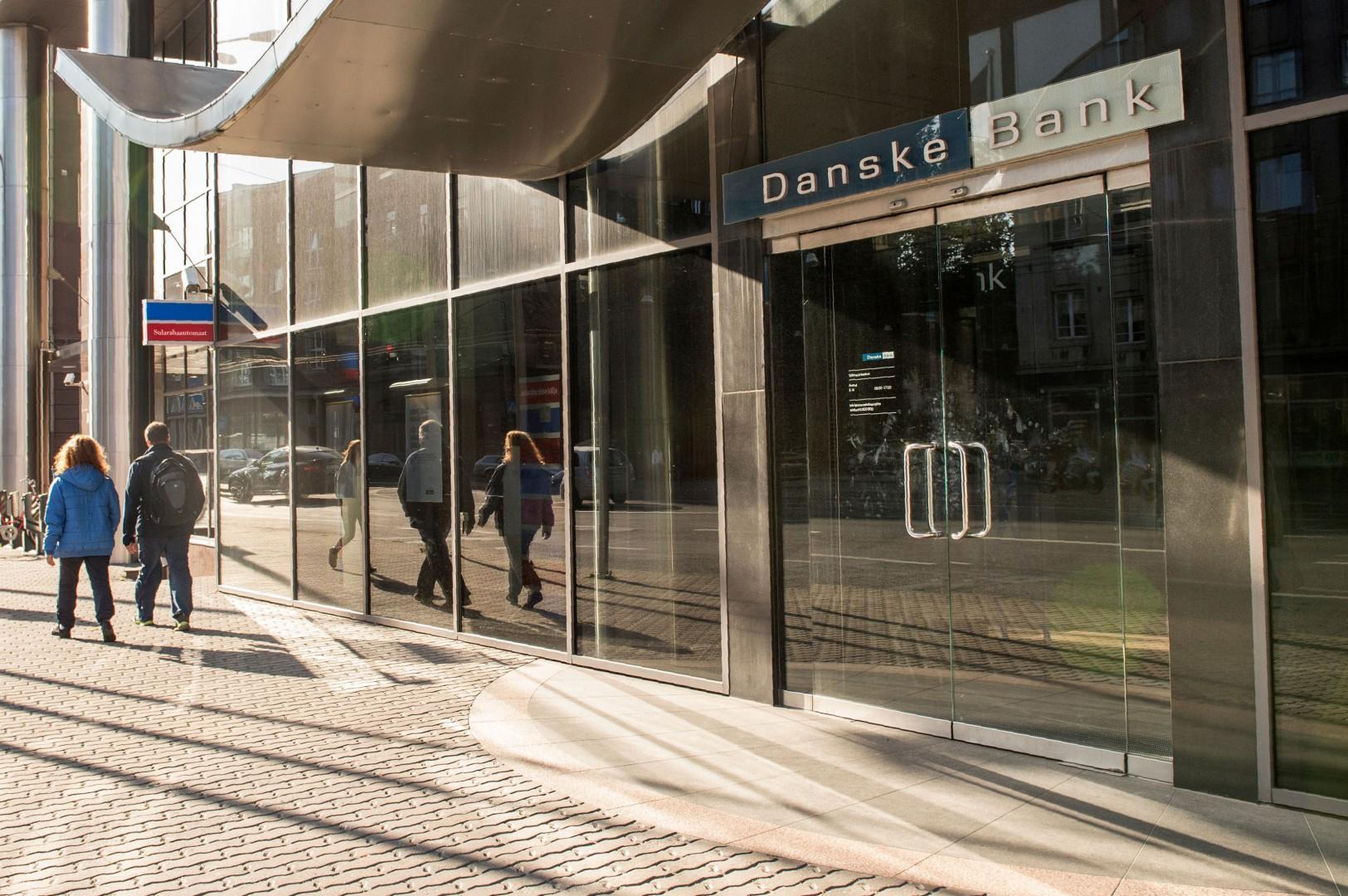 (FILES) This file photo taken on September 5, 2017 shows people walking past a branch of Denmark's Danske Bank in Tallinn, Estonia. - The general director of the Danske Bank resigned on September 19, 2018 following a money laundering scandal in Estonia. (Photo by RAIGO PAJULA / AFP)