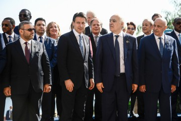 (From L) President of the High Council of State of Libya Khaled Mechri, Italian Prime Minister Giuseppe Conte, UN Special Envoy for Libya Ghassan Salame and Lybia's eastern parliament's speaker Aguila Salah pose with heads of state, ministers and special envoys for a group photo on November 13, 2018 during an international conference on Libya at Villa Igiea in Palermo. - Libya's key political players meet with global leaders in Palermo on November 12 and 13 in the latest bid by major powers to kickstart a long-stalled political process and trigger elections. (Photo by Filippo MONTEFORTE / AFP)