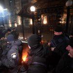 Battaglia navale e scontri in piazza: <br> si riaccende la guerra in Ucraina