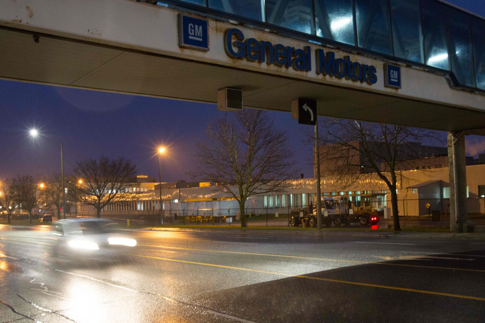The General Motors Assembly office is viewed in Oshawa, Ontario, on November 26, 2018. - General Motors is to announce on Monday the closure of a factory in Canada, putting almost 3,000 jobs at risk, Canadian news media reported. The decision is part of the US automaker's plans for a comprehensive global restructuring, channel CTV reported Sunday, citing several anonymous sources. Other media, including Radio-Canada/CBC, had similar reports. (Photo by Lars Hagberg / AFP)