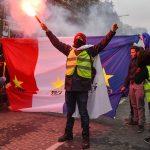 La lezione dei gilet gialli <br> che fa tremare l'Europa