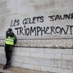 Mélenchon e Le Pen con i gilet gialli <br>e lanciano la sfida a Macron