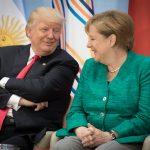 Lo sgambetto di Trump alla Merkel <br> per soffiarle le auto tedesche