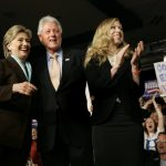 La fondazione dei Clinton nei guai <br> Ecco come usavano le donazioni