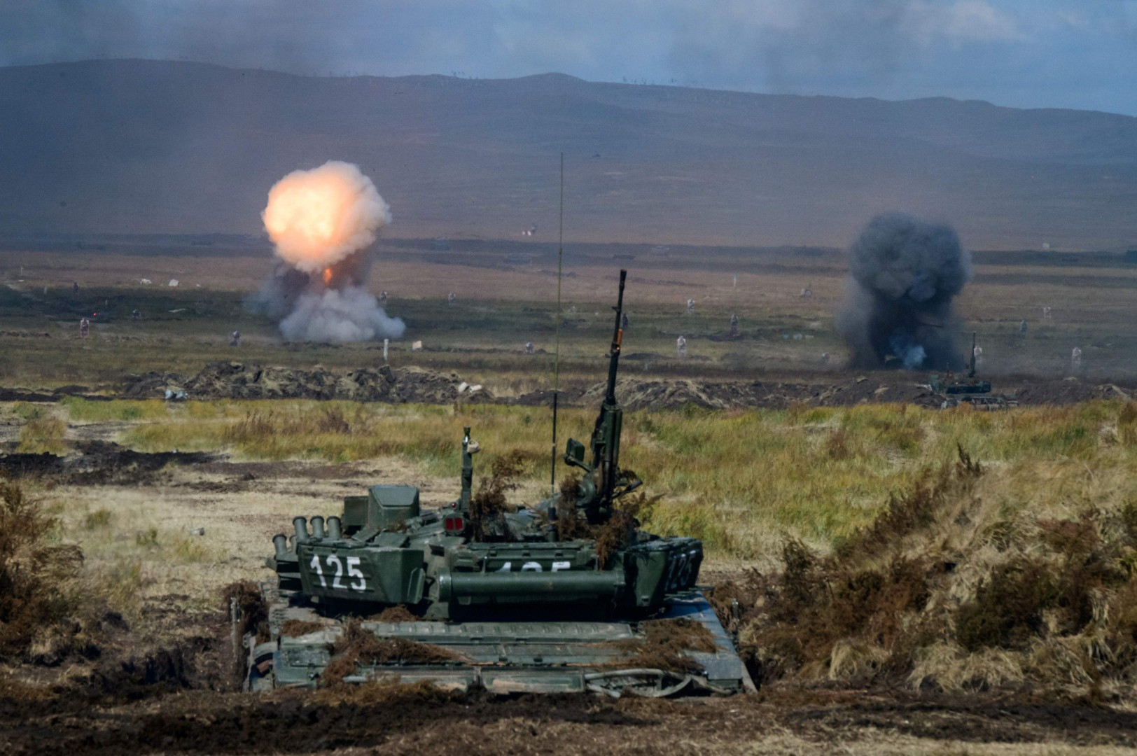 TOPSHOT - Explosions are seen during the Vostok-2018 (East-2018) military drills at Tsugol training ground not far from the Chinese and Mongolian border in Siberia, on September 13, 2018. (Photo by Mladen ANTONOV / AFP)