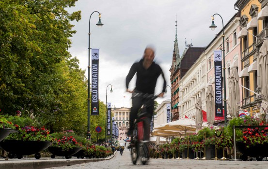 """A cyclist is pictured at Karl Johans gate on September 14, 2018 in Oslo. - Determined to go green, Oslo is slowly but surely ridding its city centre of motorists, angering some who say the """"war on cars"""" is putting the brakes on individual freedoms. (Photo by FREDRIK VARFJELL / AFP)"""