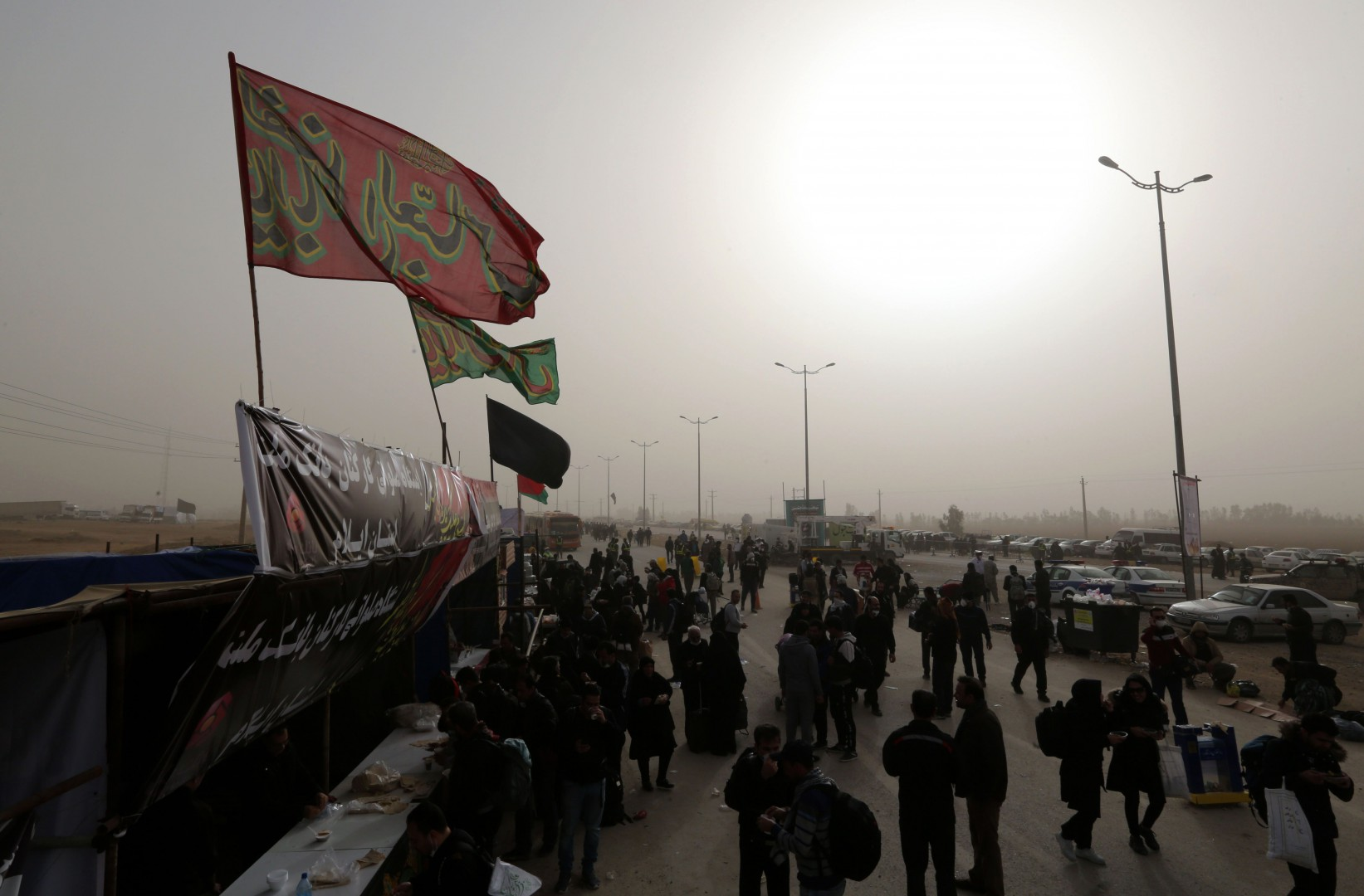 Iranian Shiite Muslim pilgrims walk at the Iranian-Iraqi Mehran border as they head towards the central Iraqi shrine city of Karbala on October 27, 2018, ahead of the Arbaeen religious festival which marks the 40th day after Ashura, commemorating the seventh century killing of the Prophet Mohammed's grandson Imam Hussein. (Photo by ATTA KENARE / AFP)