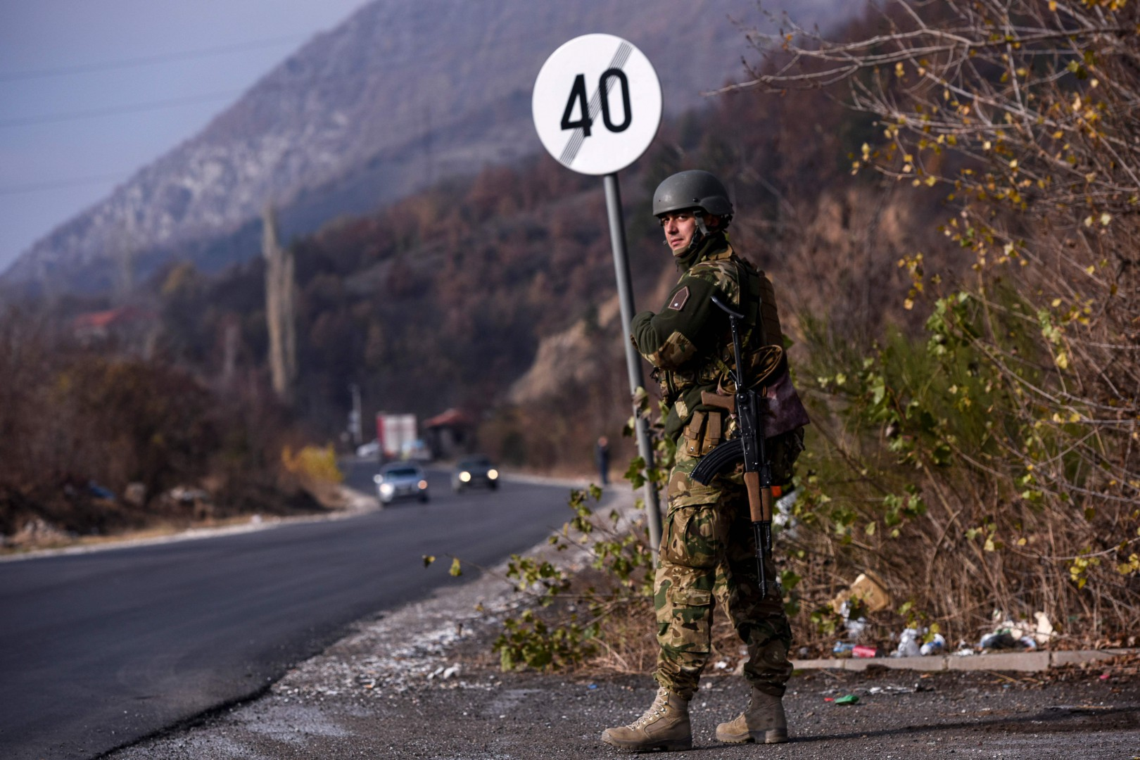 A soldiers of the NATO-led peacekeeping mission in Kosovo (KFOR) secures the area near the village of Rudare in northern Mitrovica  during a protest of Kosovo Serbs on November 23, 2018, following Kosovo's move to slap Serbian imports with a 100 percent tariff. - Kosovo's move has triggered a new surge of tensions between the former war foes on November 22. Kosovo announced the tariff on both Serbian and Bosnian goods  -- though excluding international brands -- on November 21 after accusing Belgrade of sabotaging its bid to join Interpol, the international police organisation. Serbia has long fought to thwart Kosovo, which is home to an ethnic Albanian majority, from joining international organisations like the United Nations. (Photo by Armend NIMANI / AFP)