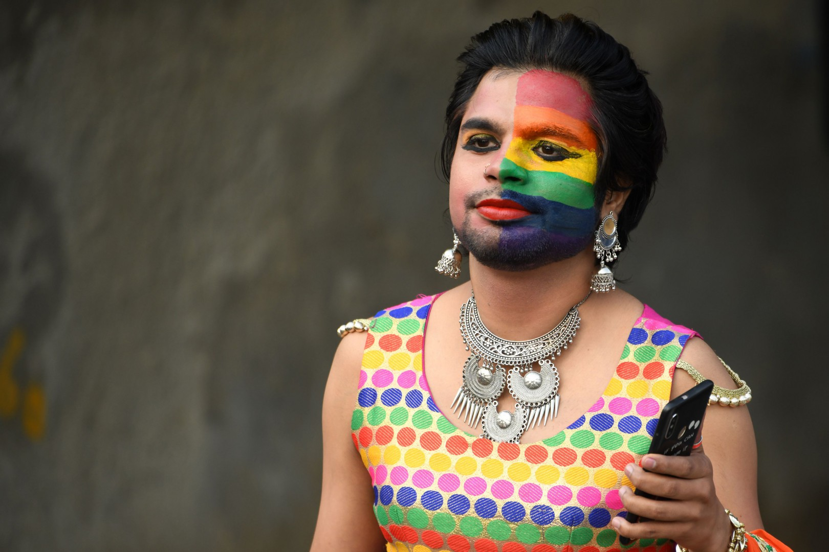 An Indian member of the lesbian, gay, bisexual, and transgender (LGBT) community takes part in a pride parade in New Delhi on November 25, 2018. - Thousands of people wearing garish outfits rallied in Indian capital on November 25 at the first Gay Pride parade after the landmark ruling by country's top court legalising gay sex. (Photo by Dominique FAGET / AFP)