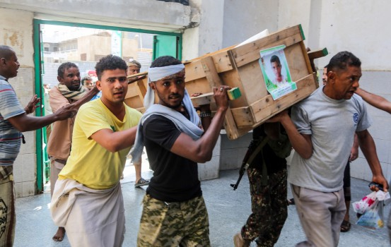 Yemeni mourners walk in a funeral carrying the coffin of one of the victims of reported bombardment in the Huthi-rebel-held Red Sea port city of Hodeida on December 10, 2018. - The port city of Hodeida is being contested between the Huthi rebels and the Saudi-backed government amidst an ongoing offensive, while UN-sponsored talks are underway in Sweden to resolve the city's situation and the reopening of the capital Sanaa's defunct international airport and the worsening humanitarian crisis. (Photo by ABDO HYDER / AFP)