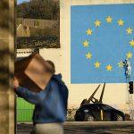 Savona e l'Economist concordi: <br> così l'Ue mette a rischio se stessa
