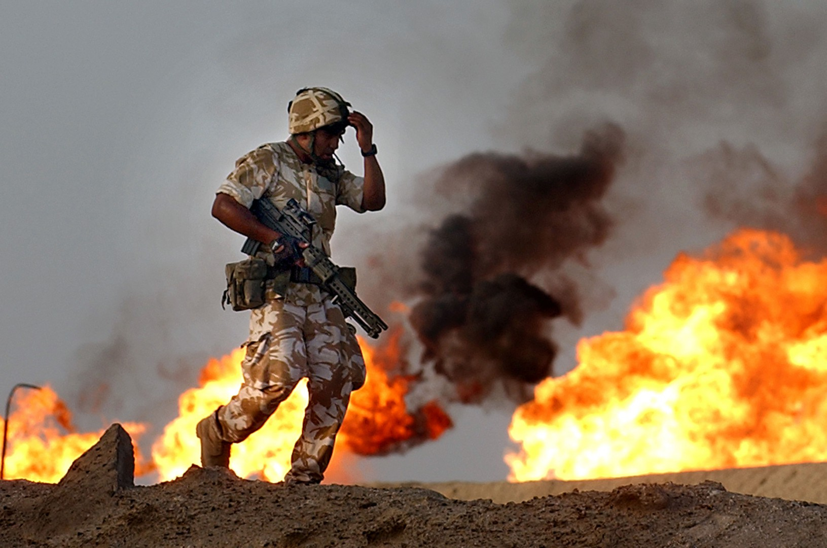 File photo dated 26/09/03 of British troops from the 2nd Battalion Light Infantry during an evening patrol targeting oil smugglers at a gas and oil separation plant in Rauallah, Southern Iraq. PRESS ASSOCIATION Photo. Issue date: Tuesday July 5, 2016. See POLITICS Chilcot PA Stories. Photo credit should read: David Cheskin/PA Wire