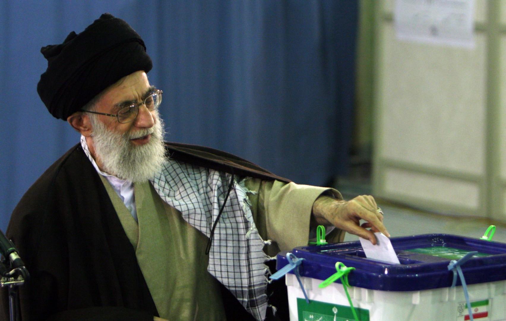 ©AP/Lapresse 14/03/2008  Tehran Estero Elezioni in Iran nella foto: Ayatollah Ali Khamenei  al voto