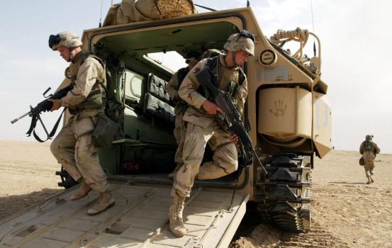 ©LAPRESSE 15-02-2003, CAMP COYOTE, KUWAIT ESTERO ALCUNI MARINES AMERICANI APPARTENENTI ALLA PRIMA DIVISIONE DURANTE UNA FASE DI ADDESTRAMENTO NEL DESERTO DEL KUWAIT IN ATTESA DI UN POSSIBILE INTERVENTO ARMATO IN IRAQ