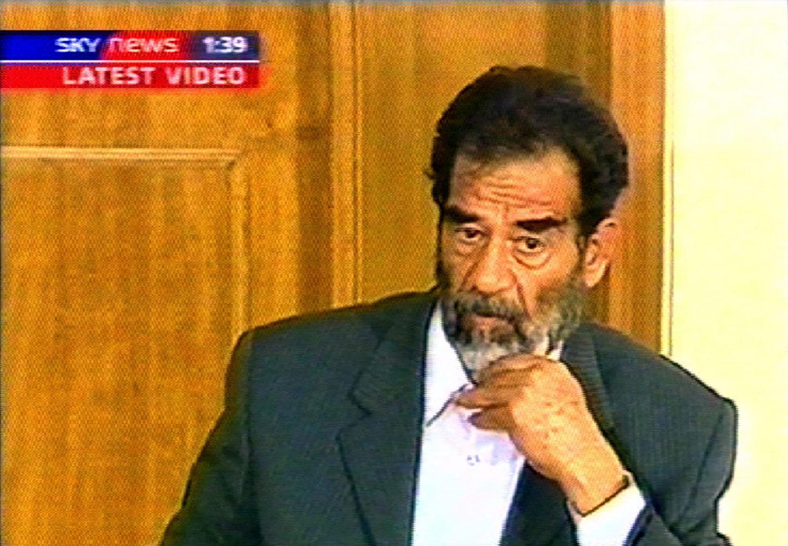 Saddam Hussein durante il processo (LaPresse)