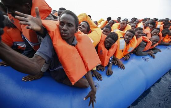 Foto Vincenzo Livieri - LaPresse  16-11-2016 - Mar Mediterraneo Operazione di salvataggio di 433 migranti, di cui 87 donne e 8 bambini, condotta dall'Ong Moas (Migrant Offshore Aid Station) e dalla Croce Rossa a bordo della nave Topaz Responder al largo della costa libica. Al momento a bordo ci sono 554 migranti. Vincenzo Livieri - LaPresse  16-11-2016 - Mediterranean sea News 433 migrants, of whom 87 women and 8 children, rescued by the Ngo Moas (Migrant Offshore Aid Station) and the Red Cross  on the Topaz Responder vessel off the Libyan coast. At the moment there are 554 migrants on board.