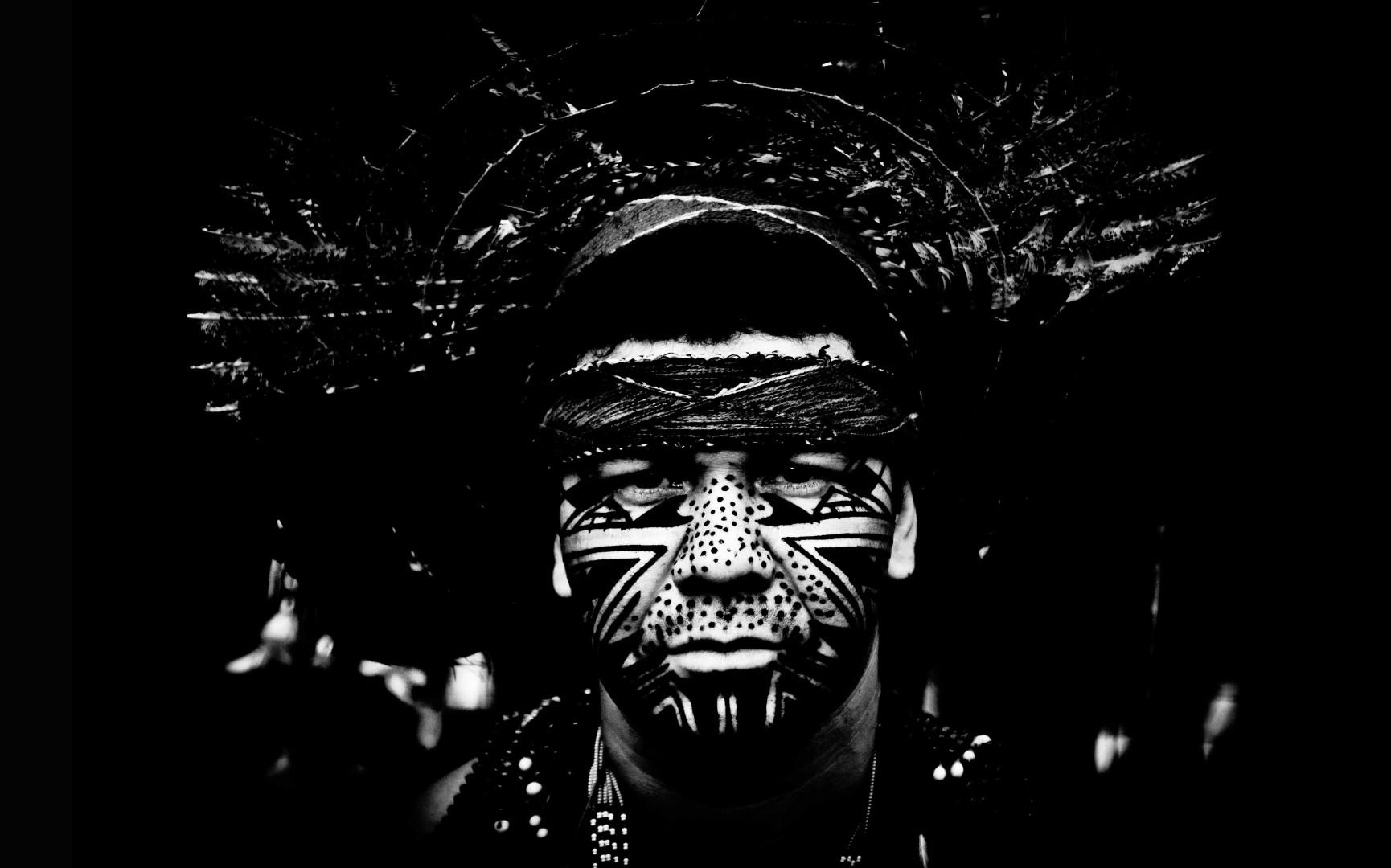 Foto Spada - LaPresse 02 07 2014 Belo Horizonte (Brasile) sport calcio Mondiali di Calcio 2014 Reportage a Belo Horizonte  nella foto:  un indigeno dell' amazzonia al mercato di belo horizonte  Photo Spada - LaPresse 02 07 2014 Belo Horizonte (Brazil) sport soccer Brazil World Cup 2014, Photoreportage in Belo Horizonte  in the picture:  a native of the Amazon to the market in belo horizonte