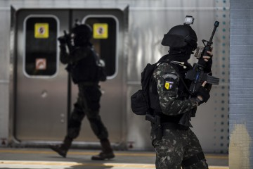 Agents participate in an anti-terrorist drill at the Deodoro train station, north of Rio de Janeiro, Brazil, 16 July 2016. The exercise is part of the preparations for Rio 2016 Olympics Games. EFE/Antonio Lacerda