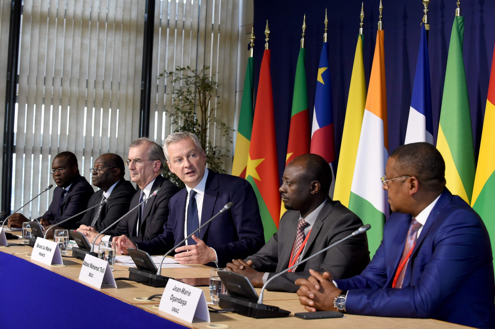 French Economy and Finance Minister Bruno Le maire (3R) addresses a press conference on October 8, 2018 flanked by (from L) Benin's Economy and Finance Minister and head of UEMOA Romuald Wadagni, BCEAO Governor Tiemoko Meyliet Kone from Ivory coast, Governor of the Banque de France Francois Villeroy de Galhau, Governor of the BEAC Abbas Mahamat Tolli from Chad and Gabonese Minister of Economy Jean-Marie Ogandaga, head of UMAC as part of a CFA Franc Zone Finance Ministers meeting at the French Finance Ministry in Paris. (Photo by ERIC PIERMONT / AFP)