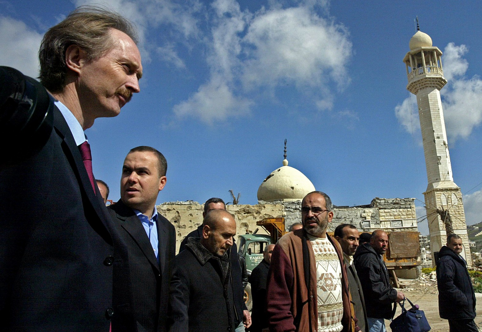(FILES) In this file photo taken on March 02, 2007, Geir Pedersen (L), then UN special coordinator for Lebanon, walks alongside Hezbollah deputy Hassan Fadlallah (2nd L) and other officials during their tour in the devastated town of Bint Jbeil in south Lebanon. - United Nations chief Antonio Guterres has informed the Security Council that he wishes to appoint the Norwegian diplomat Geir Pedersen as the next special envoy to Syria, diplomatic sources told AFP on October 31, 2018. Pedersen is currently Norway's ambassador to China and has previously served as its envoy to the UN. (Photo by MAHMOUD ZAYYAT / AFP)