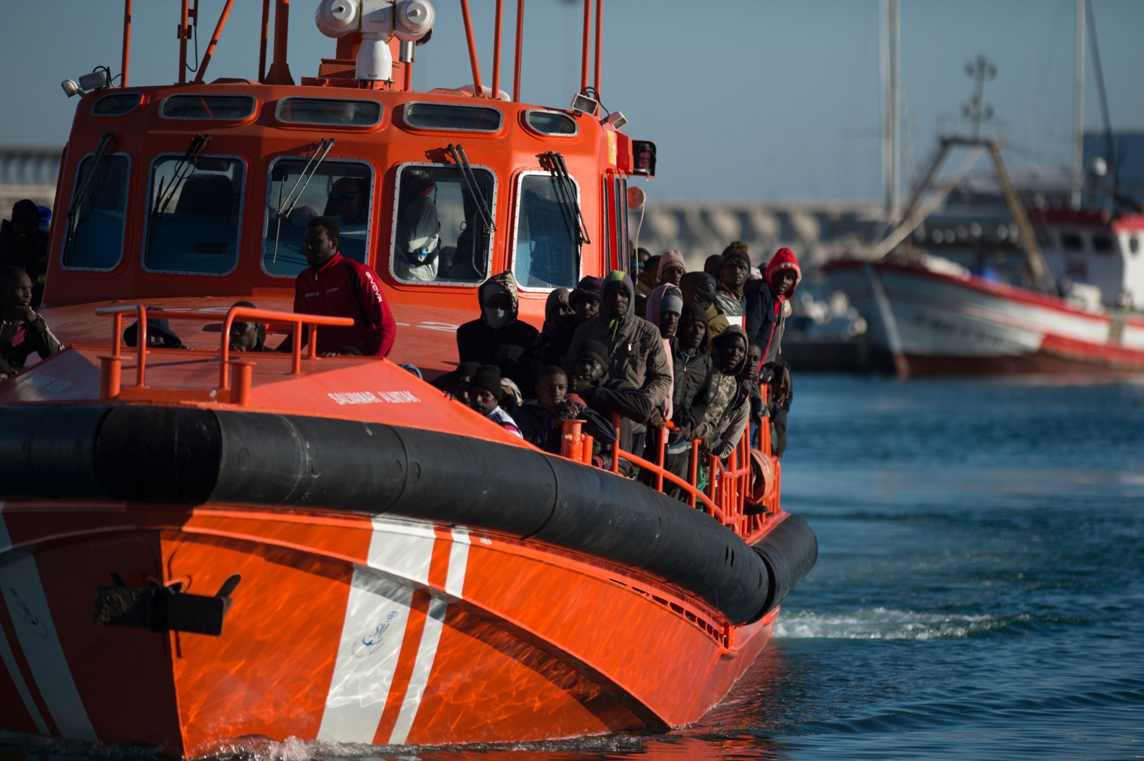 A Spanish coast guard boat with migrants onboard arrives at Malaga's harbour on December 10, 2018, after an inflatable boat carrying 118 migrants was rescued by the Spanish coast guard off the Spanish coast. (Photo by JORGE GUERRERO / AFP)