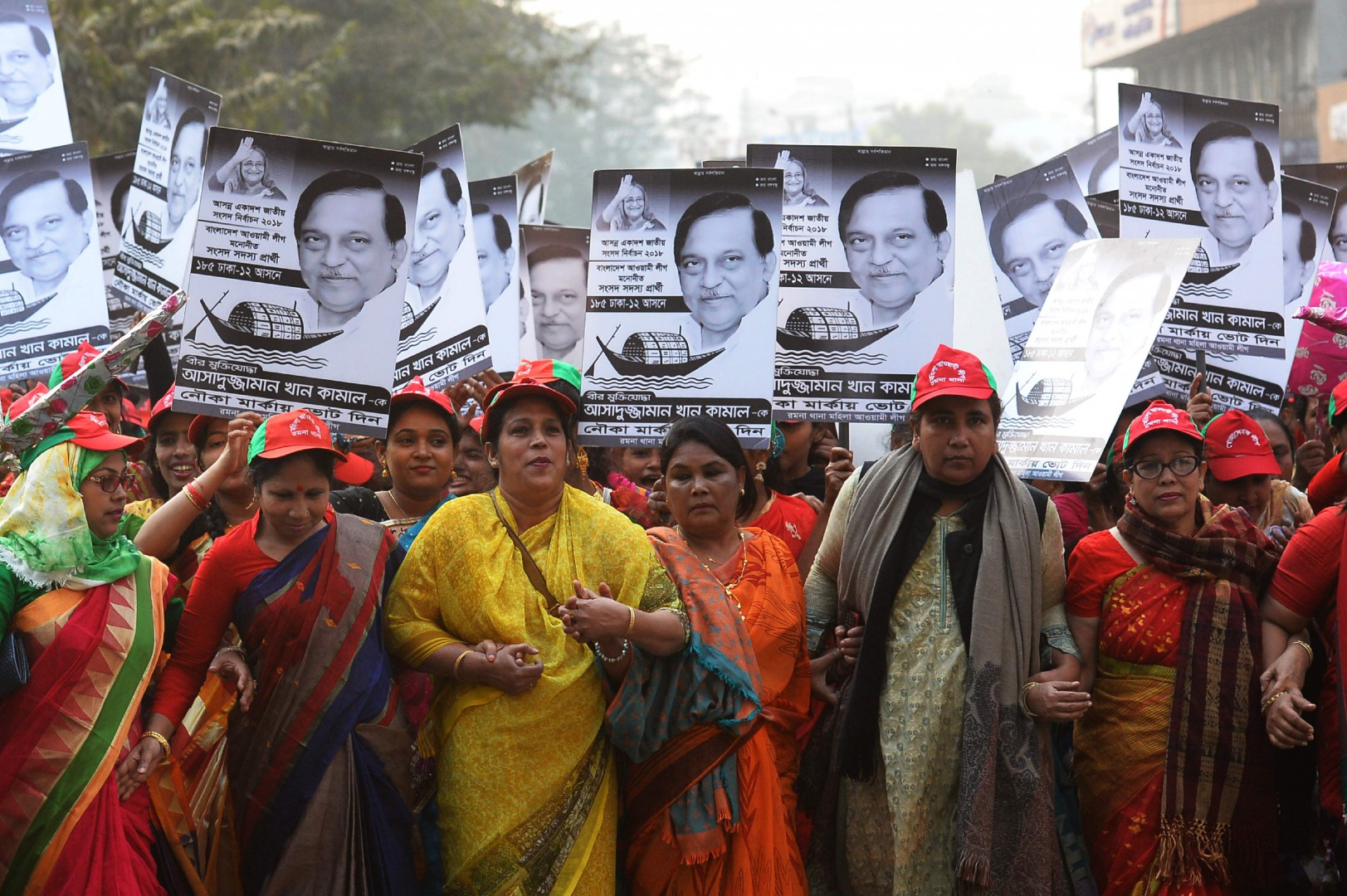 Supporters of Bangladesh Awami League march along a street as they take part in a rally ahead of December 30 general election vote, in Dhaka on December 27, 2018. - Bangladesh's deadly election campaign entered a final full day on December 27 with followers of Prime Minister Sheikh Hasina parading in the streets while her opponents insisted the vote would not be free and fair. Both sides launched new salvoes in their war of words ahead of December 30 polling. (Photo by Munir UZ ZAMAN / AFP)