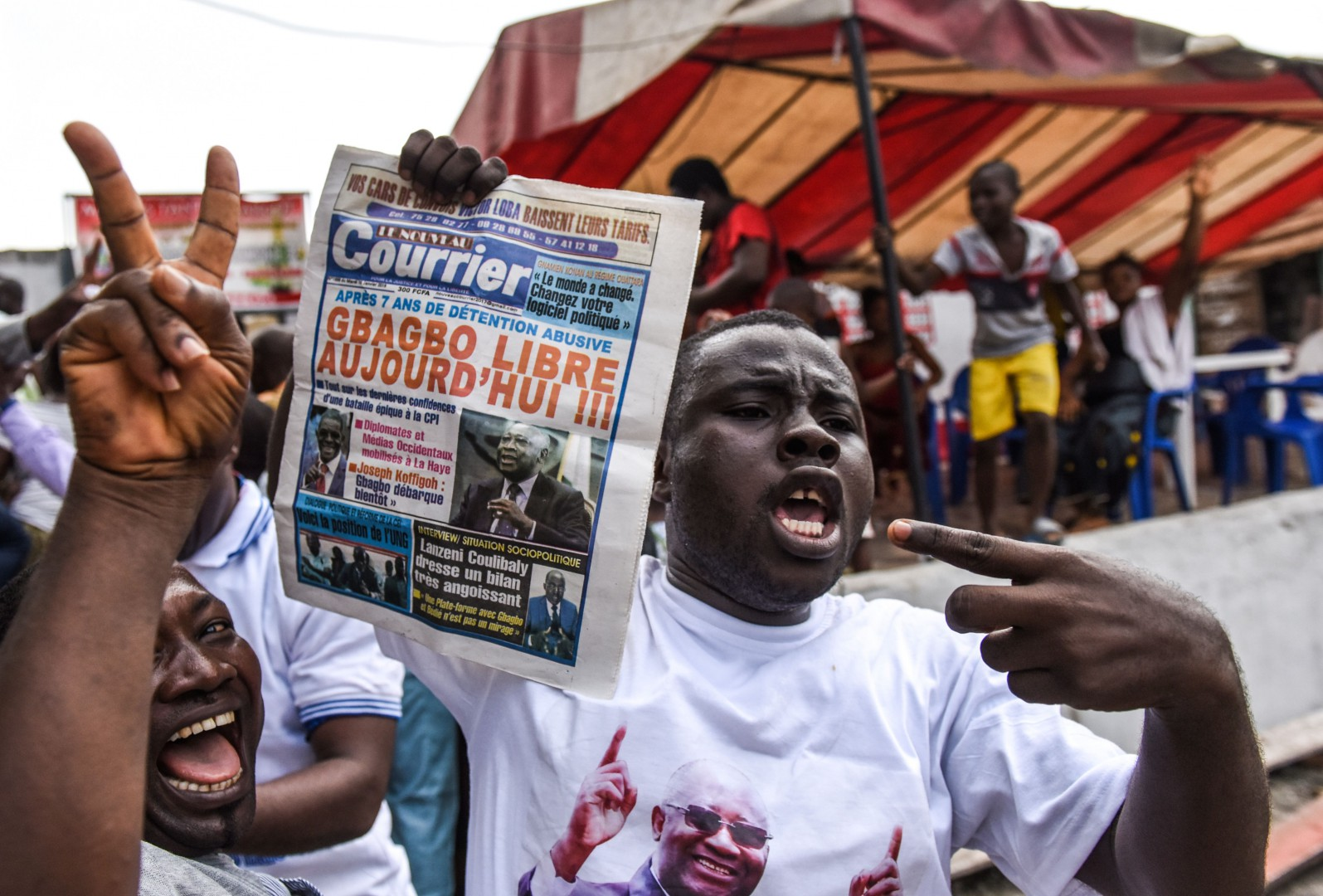 People celebrate on January 15, 2019 in Abidjan after the news that International Criminal Court acquitted former Ivory Coast president Laurent Gbagbo over a wave of post-electoral violence, in a stunning blow to the war crimes tribunal in The Hague. - Judges ordered the immediate release of the 73-year-old deposed strongman, the first head of state to stand trial at the troubled ICC. Gbagbo faced charges of crimes against humanity over the 2010-2011 bloodshed following a disputed vote the West African nation in which around 3,000 people were killed. (Photo by ISSOUF SANOGO / AFP)
