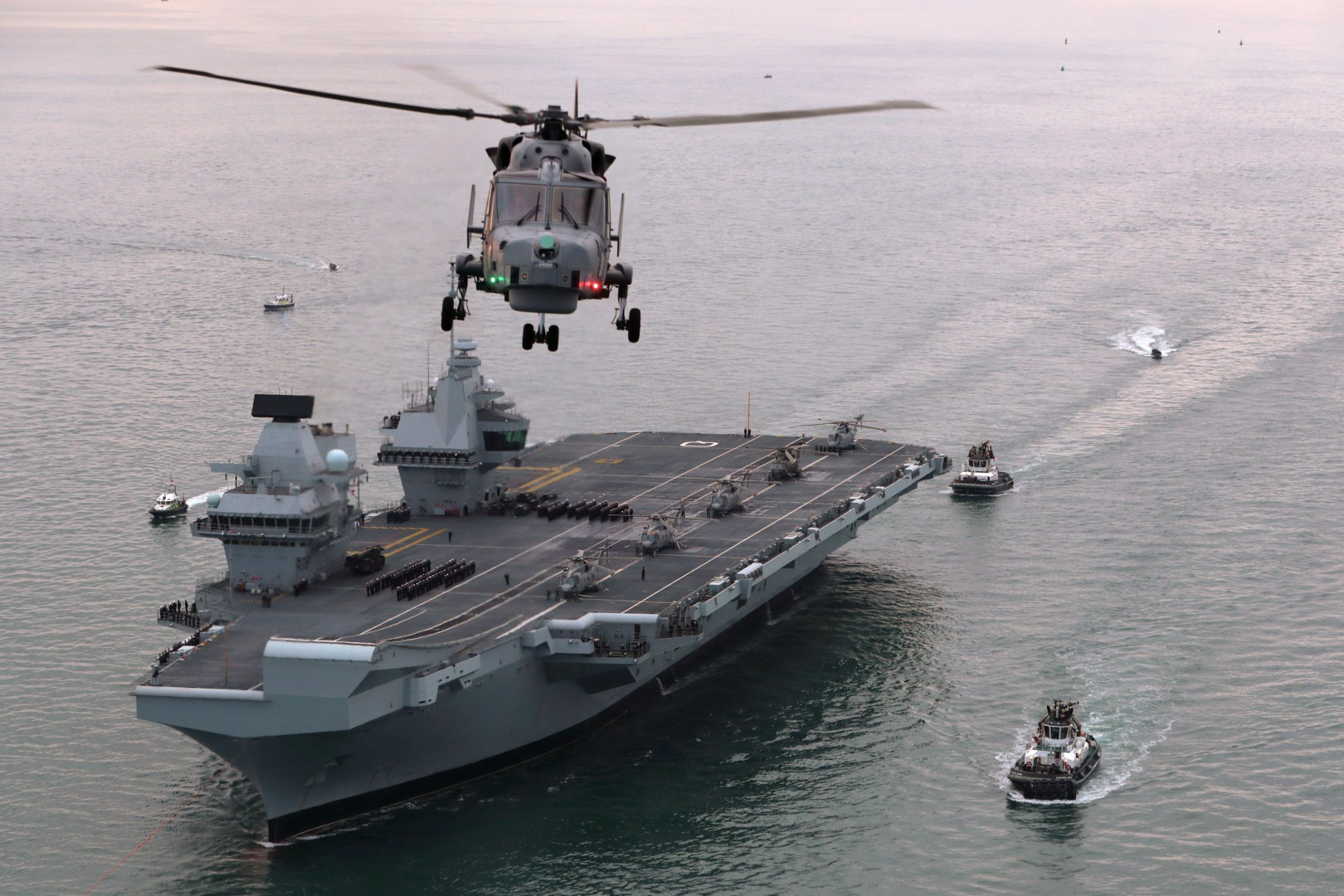 Royal Navy handout photo of HMS Queen Elizabeth, the UK's newest aircraft carrier, arriving in Portsmouth. PRESS ASSOCIATION Photo. Picture date: Wednesday August 16, 2017. The 65,000-tonne carrier, the largest warship ever to be built in Britain, is expected to be the Navy's flagship for at least 50 years. See PA story DEFENCE Carrier. Photo credit should read: LPhot Dan Rosenbaum/Royal Navy/PA Wire  NOTE TO EDITORS: This handout photo may only be used in for editorial reporting purposes for the contemporaneous illustration of events, things or the people in the image or facts mentioned in the caption. Reuse of the picture may require further permission from the copyright holder.  LaPresse Only italy Roger Waters alla manifestazione anti-trust a New York   061830
