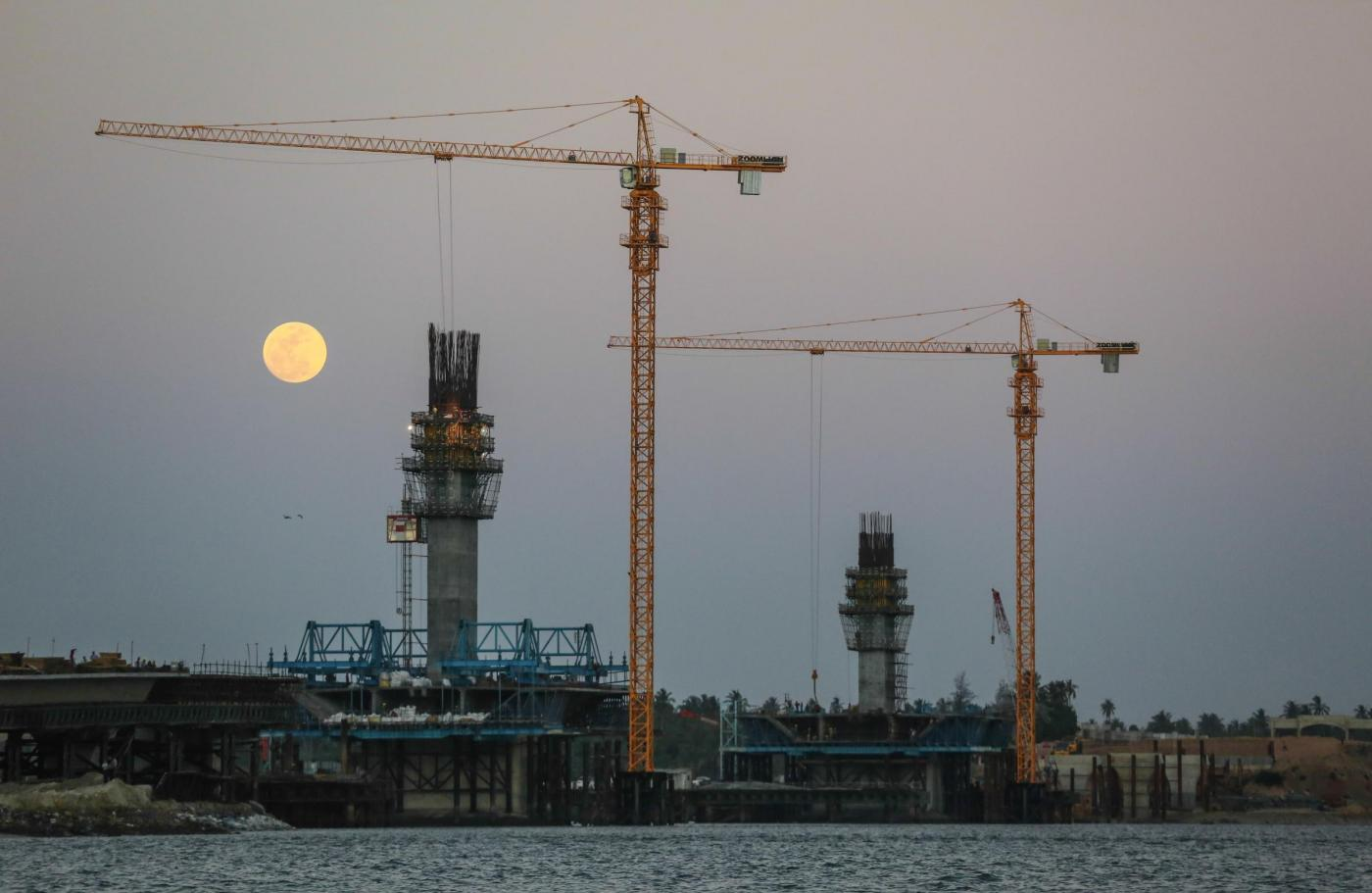 (141108) -- DAR ES SALAAM, Nov. 8, 2014 -- Photo taken on Nov. 6, 2014 shows the cross-sea Kigamboni Bridge under construction in Tanzania. Being executed by China Railways Construction Engineering Group in partnership with China Major Bridge Engineering Co. Ltd, the 680-meter-long Kigamboni Bridge, Tanzania's first cable-stayed bridge will improve the traffic condition of the economic capital and boost the socio-economic growth of the Kigamboni area. (Xinhua/Zhang Chen)