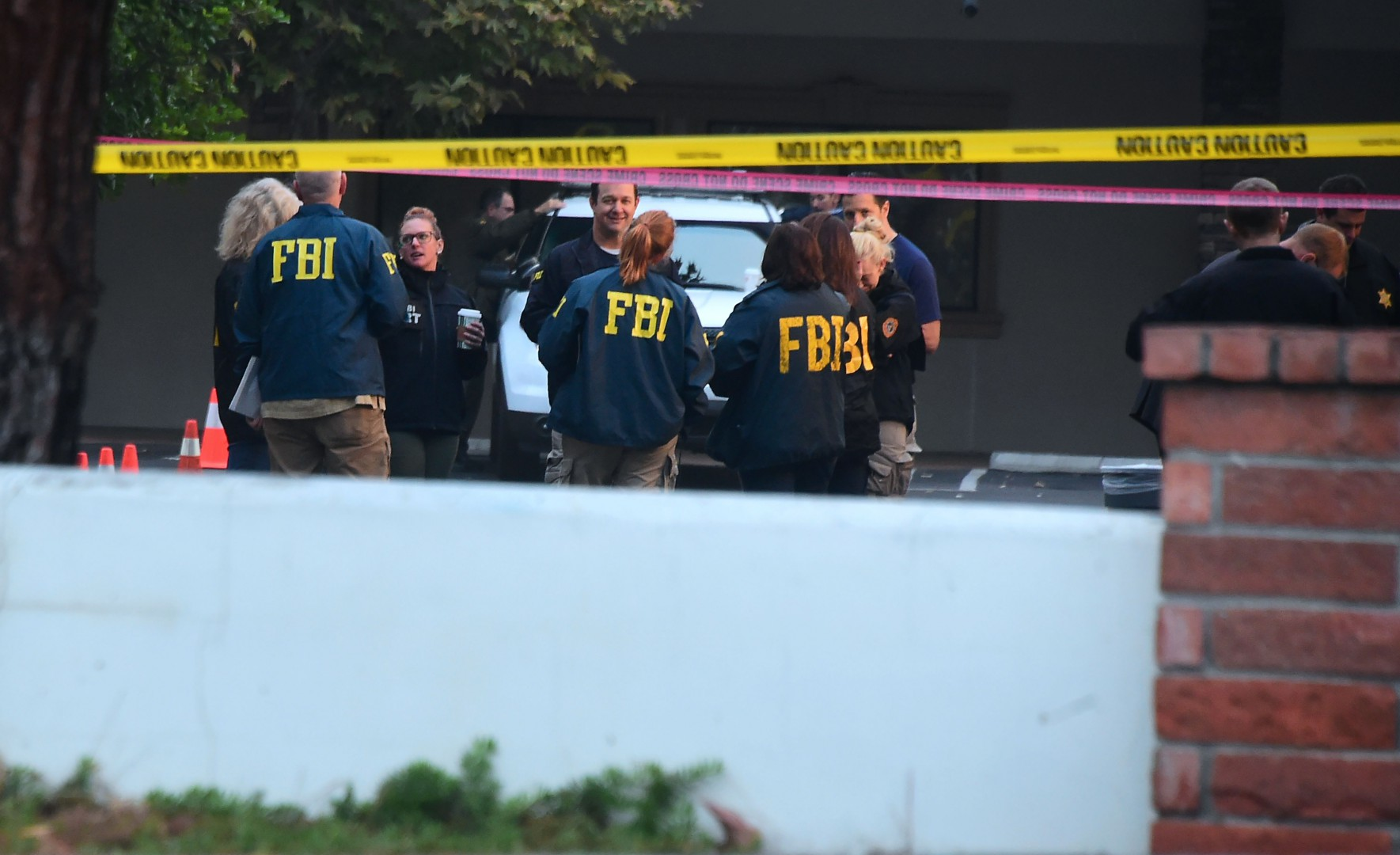 FBI officers congregate in the parking lot of the Borderline Bar and Grill in Thousand Oaks, California on November 8, 2018. - A 28-year-old former US Marine opened fire in the country music bar packed with college students, killing 12 people including a police officer. Ventura County Sheriff Geoff Dean told a news conference the suspect had been identified as Ian David Long, a veteran of the US Marine Corps. (Photo by Frederic J. BROWN / AFP)