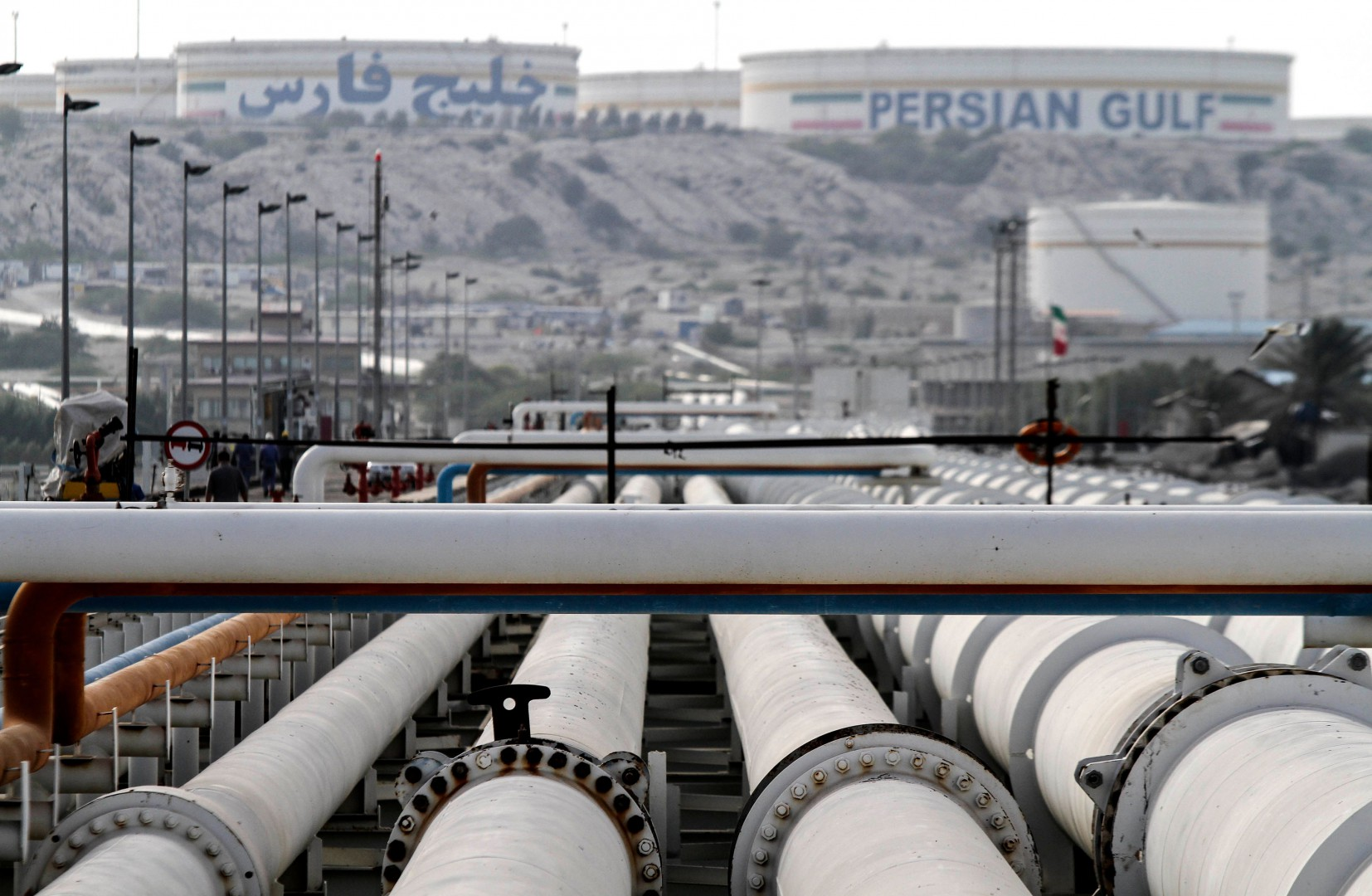 (FILES) In this file photo taken on February 23, 2016 A picture shows export oil pipelines at an oil facility in the Khark Island, on the shore of the Gulf, on February 23, 2016. - OPEC members and other oil-producing countries convene in Vienna this week December 2018 to discuss cutting their output targets, torn between plunging oil prices and pressure from the United States to keep prices low.  Under the watchful eye of major producers such as Saudia Arabia and Russia, delegates from both the Organization of Petroleum Exporting Countries and around 10 other non-OPEC members -- which together account for more than half of total global output -- will first hold preparatory meetings earlier in the week and then full plenary sessions on Thursday and Friday. (Photo by - / AFP)