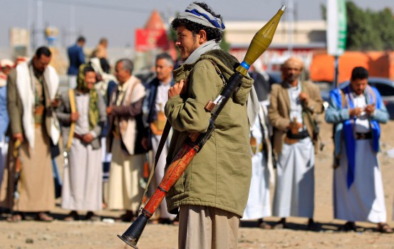 An armed Yemeni man holds a rocket launcher as people gather in the capital Sanaa to show their support to the Shiite Huthi movement against the Saudi-led intervention, on December 19, 2018. - A hard-won truce in the battleground Yemeni city of Hodeida will collapse if rebel violations persist and the United Nations does not intervene, the Saudi-led coalition said on December 19. UN observers are due in Yemen to head up monitoring teams made up of government and rebel representatives tasked with overseeing the implementation of the UN-brokered ceasefire that took effect on Tuesday. (Photo by Mohammed HUWAIS / AFP)