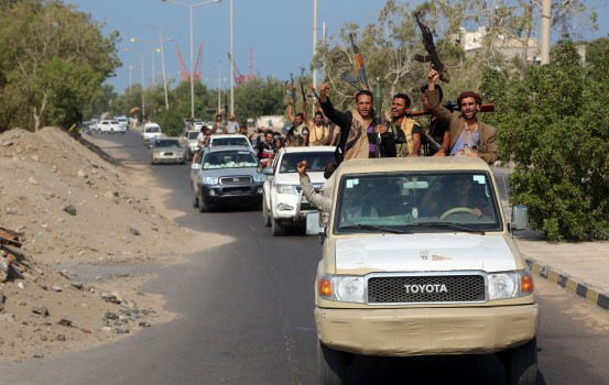 Yemeni Shiite Huthi rebel fighters are pictured in the port city of Hodeidah on December 29, 2018, as the beginning of their pull back from the Red Sea port was announced. - Yemeni rebels have begun to withdraw from the lifeline port of Hodeida, under an agreement reached in Sweden earlier this month, a UN official said today. (Photo by ABDO HYDER / AFP)