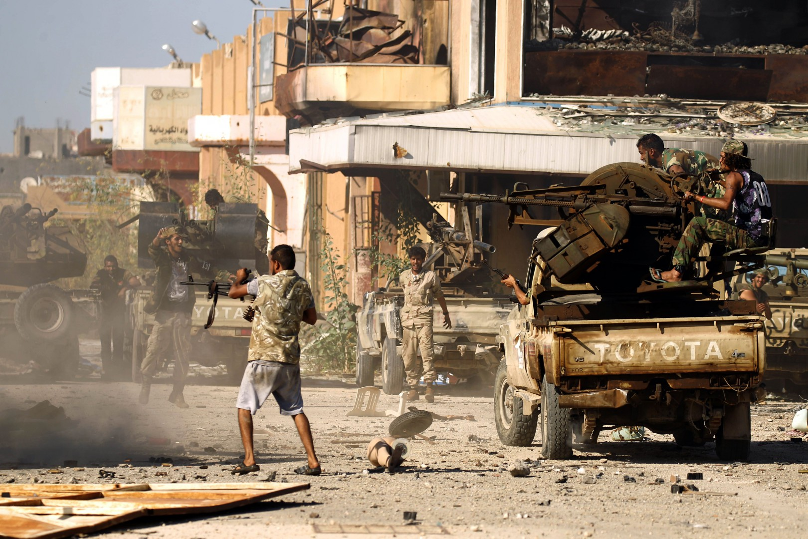 (FILES) In this file photo taken on May 20, 2017, Members of the Libyan National Army (LNA), also known as the forces loyal to Marshal Khalifa Haftar, clash with jihadists in Benghazi's Al-Hout market area. - French warplanes on February 3, 2019 struck twice to halt an armed group that crossed into northern Chad from Libya in a column of 40 pickup trucks, the French military said, adding it acted at Chad's request. (Photo by Abdullah DOMA / AFP)