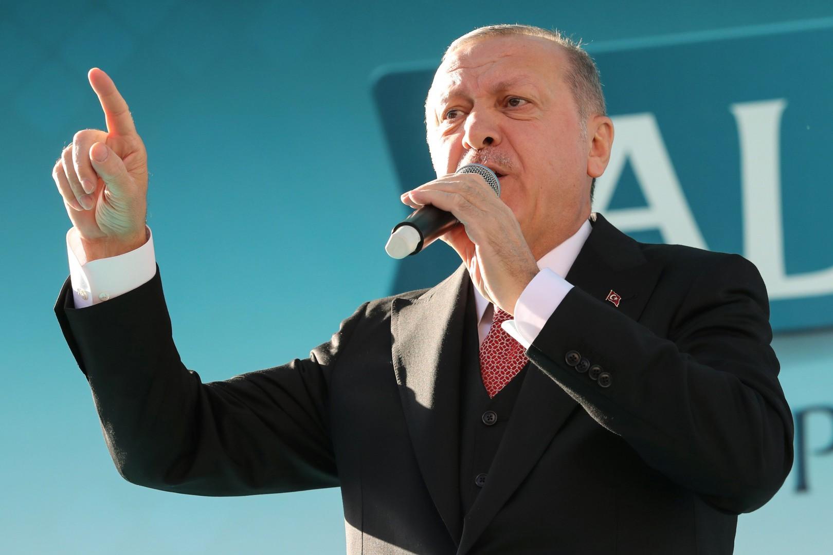 Il presidente turco Recep Tayyip Erdogan durante un comizio ad Ankara (LaPresse)