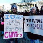 E adesso le femministe Usa<br> vanno contro #MeToo e Hillary Clinton