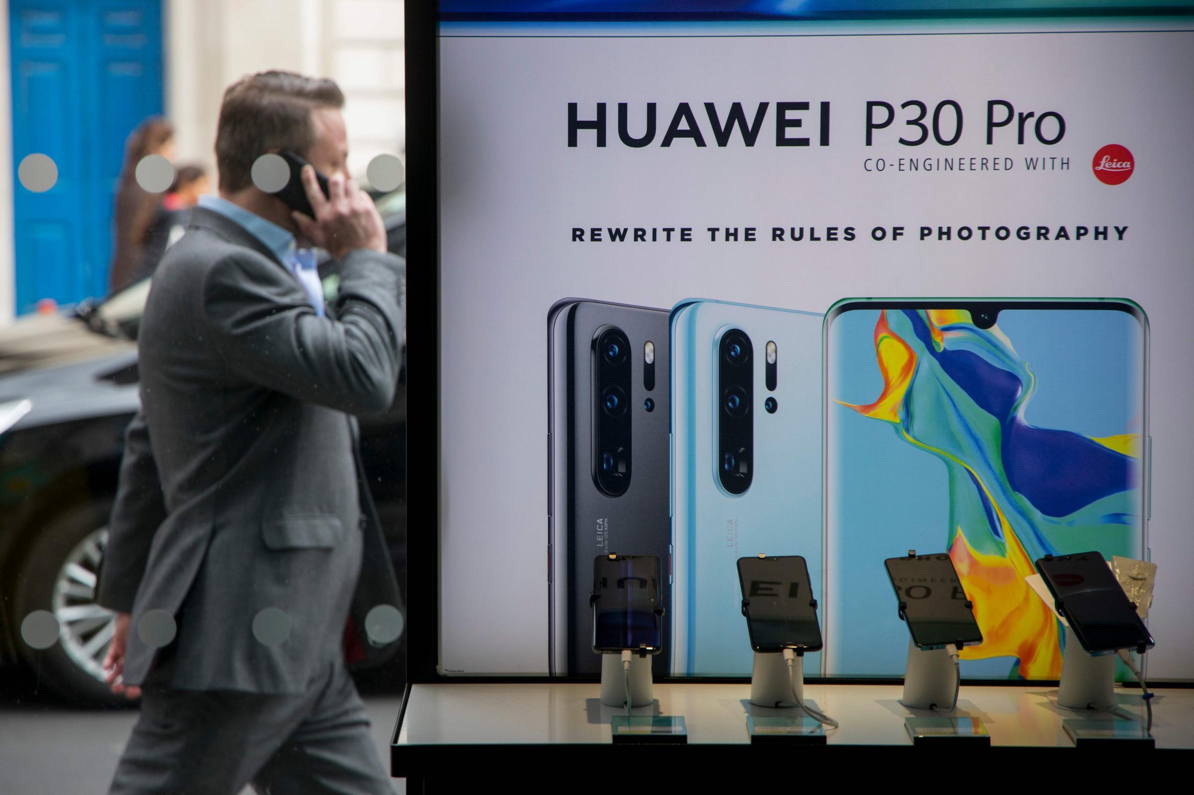 """Le storia delle """"spie"""" di Huawei"""