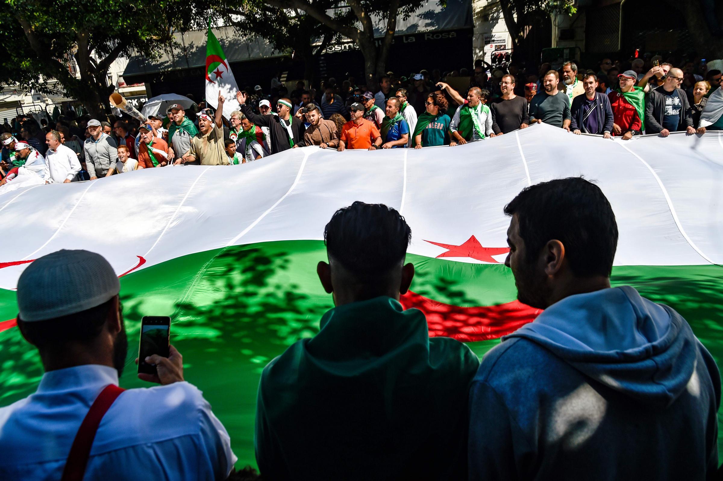 In Algeria il capo di stato maggiore dell'esercito chiede ...