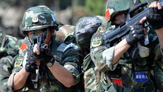 Un'esercitazione delle forze armate cinesi nella provincia di Shandong (LaPresse)