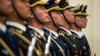 La guardia d'onore dell'esercito cinese (LaPresse)