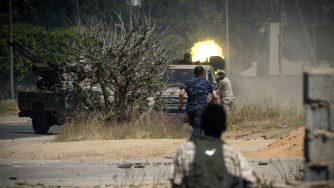 Libia, continuano gli scontri tra il generale Khalifa Haftar e le truppe governative (LaPresse)