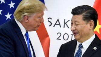 Donald Trump e Xi Jinping si stringono la mano al vertice di Osaka il 29 giugno 2019 (LaPresse)
